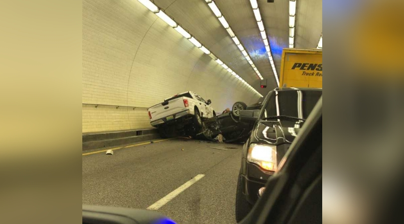 I-10 westbound Wallace Tunnel closed due to overturned vehicles