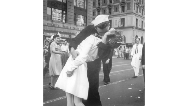 Obit WWII Kissing Sailor Photo_1550516520345