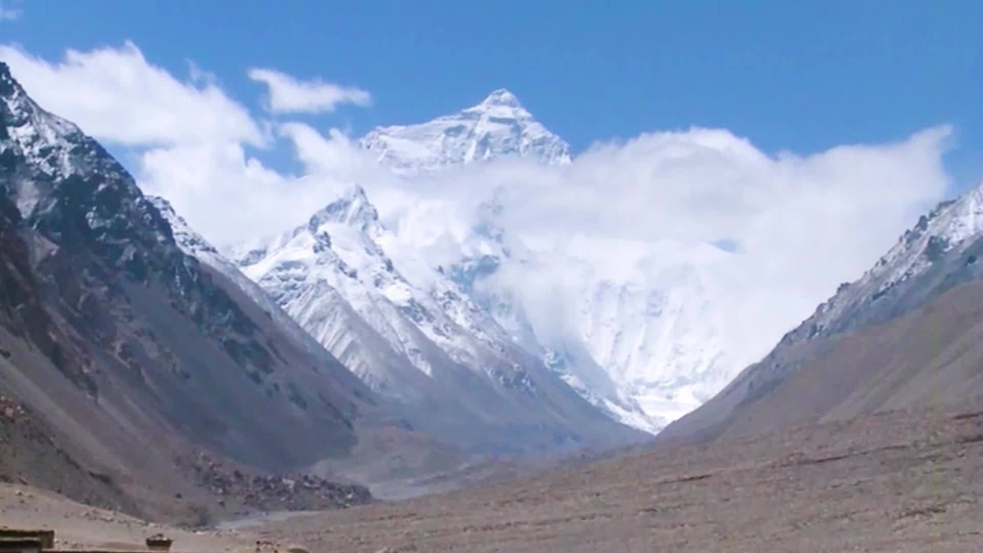 VIDEO: Melting glaciers on Mount Everest revealing bodies of dead climbers