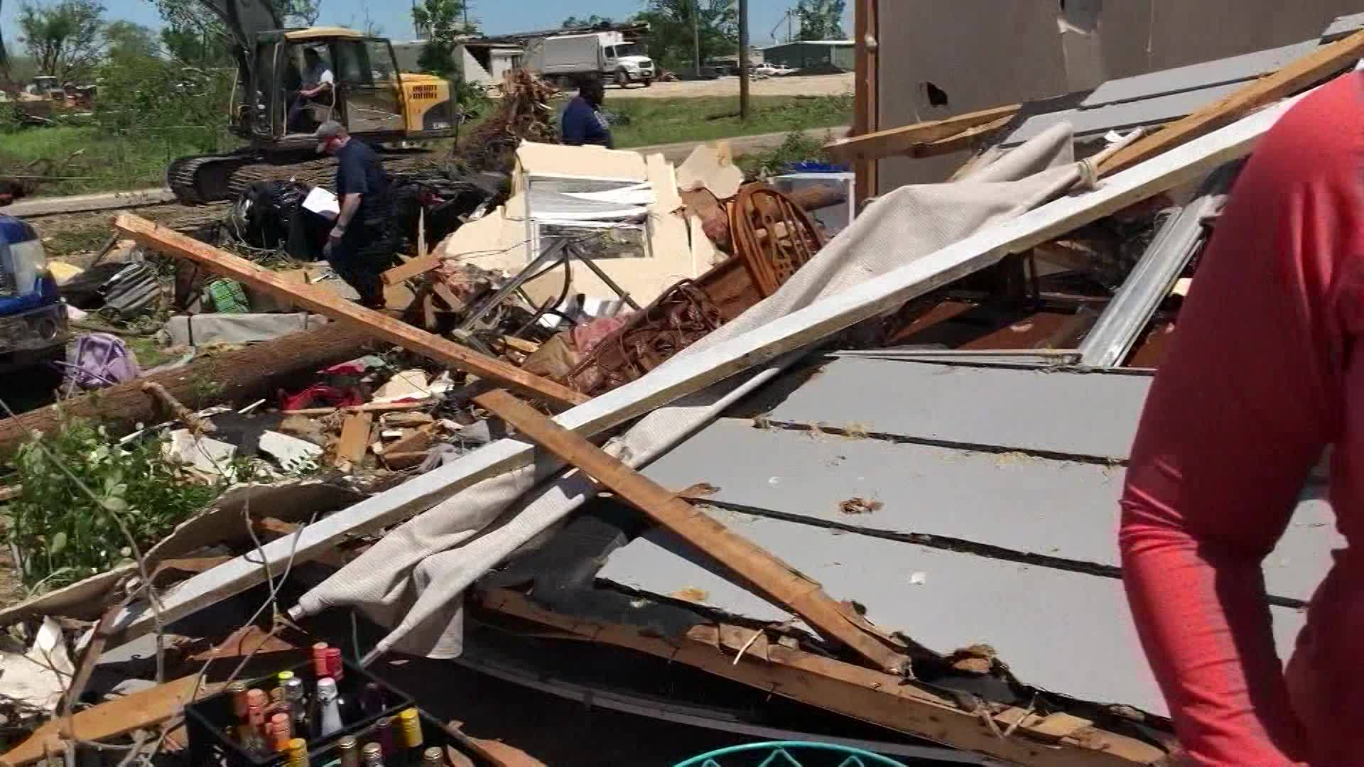Miraculous: Wall of crosses survives Texas tornado