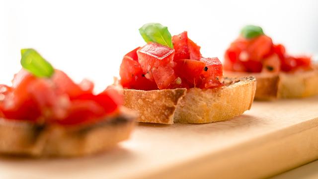 tomato-basil-bruschetta-recipe-appetizer_1514581147968_327505_ver1-0_30773311_ver1-0_640_360_472729