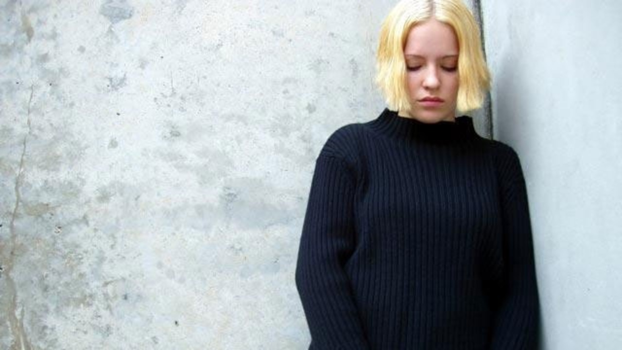 Depression-sad-woman-jpg_6735_ver1.0_1280_720_1558308585733.jpg