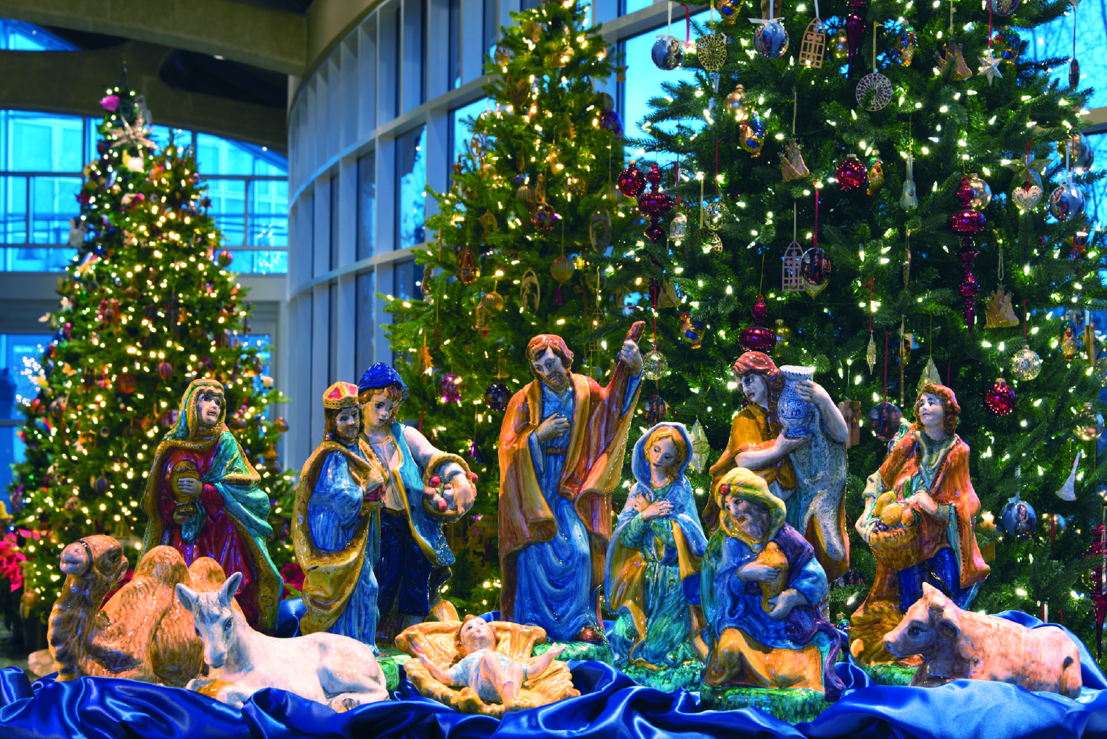Meijer Christmas Eve Hours.Lights On Meijer Gardens Opens Holiday Traditions Display