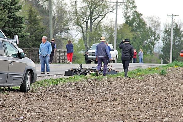 Amish buggy crash_151334