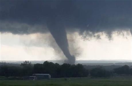 plains_tornado_AP_154137