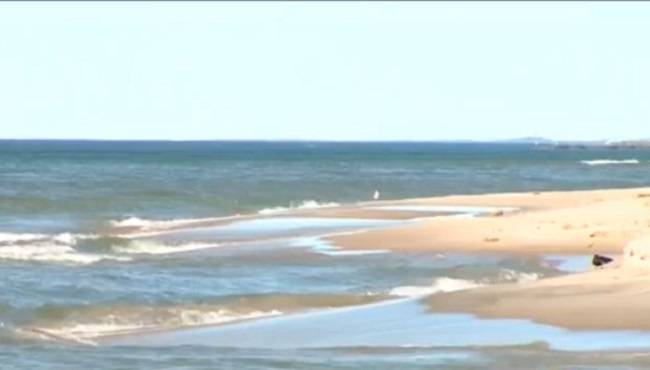 Some Indiana beaches along Lake Michigan closed after spill