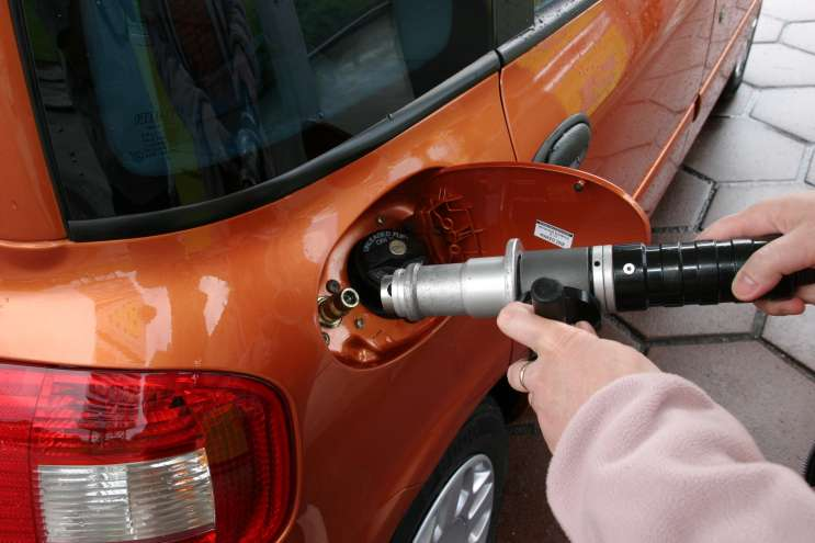 AAA experts attribute the drop in gas prices to an oversupply of domestic and foreign oil. Photo: Wikimedia Commons.