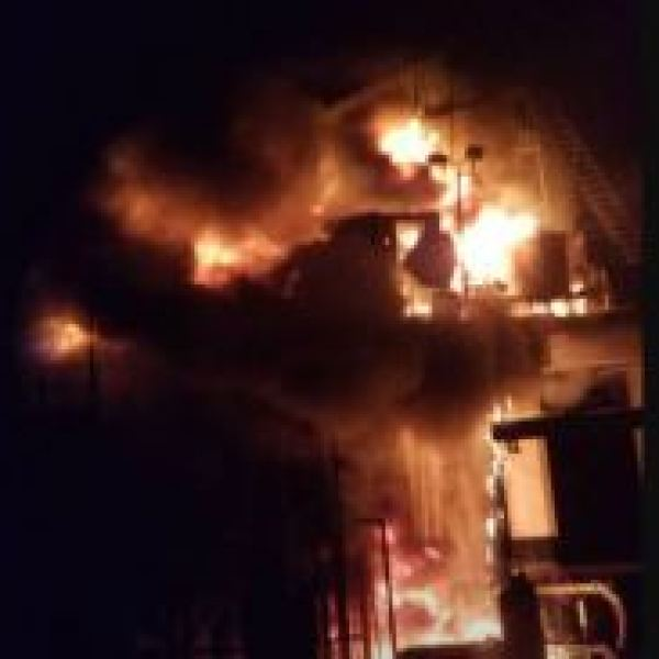 oil rig fire_490798