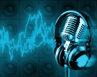 radio-microphone-headphones