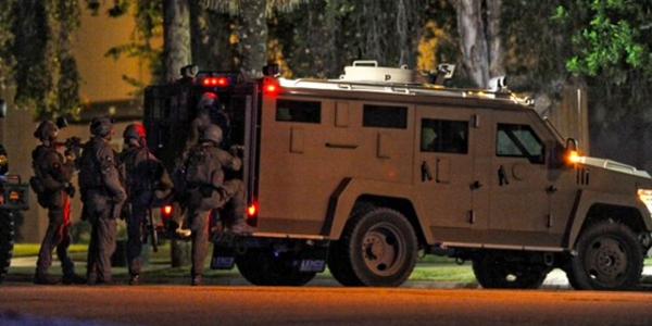 SWAT teams gather outside a townhouse in Redlands, California, the evening of Dec. 2 after the San Bernardino shooting (Photo: Twitter)