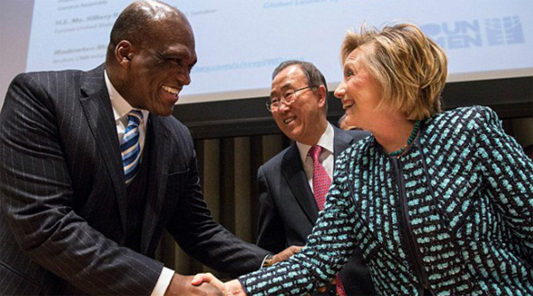 Former U.N. official John Ashe with Hillary Clinton