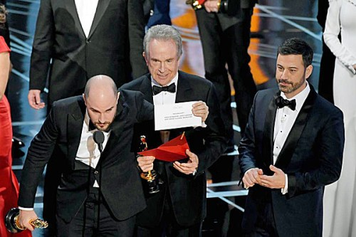 oscars-2017-warren-beatty-jimmy-kimmel-tw-600