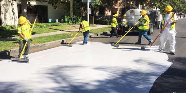 Los Angeles paints streets white to reduce effect of 'heat islands' (Photo: LA Street Services)