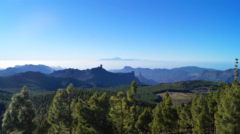 Blick auf den Roque Nublo, Roque Bentayga und den Teide Blick auf den Roque Nublo, Roque Bentayga und den Teide