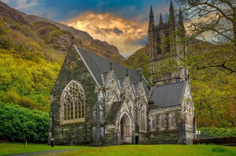 In Irland gibt es alte Kirchen