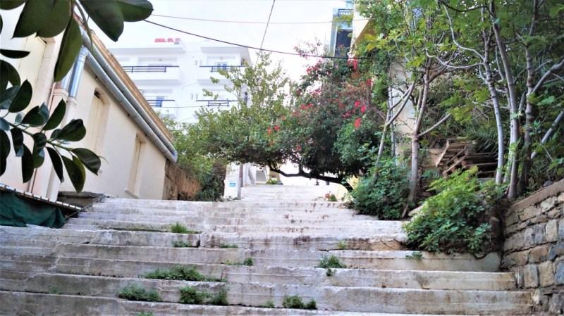 hohe Treppen in Agios Nikolaos