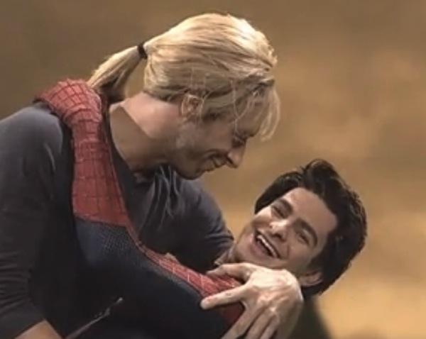 chris_martin_beso_spider_man-web