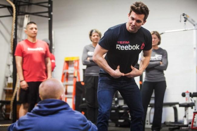 Un coach de CrossFit ®* en pleine discussion