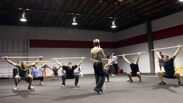 Travail de la mobilite en CrossFit ®* avec un tube PVC