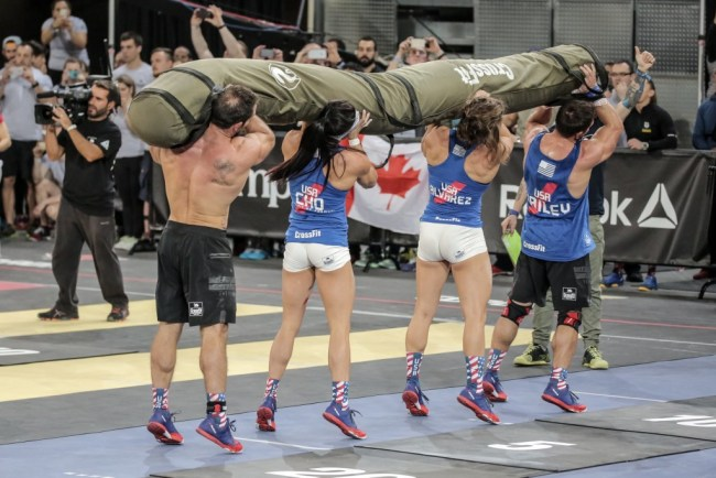 Reebok CrossFit®* Invitational 2015-L'equipe USA en plein effort