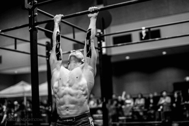 un-crossfitteur-s'essaye-au-pull-up