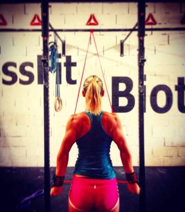 la-coach-de-CrossFit-Biot-en-action