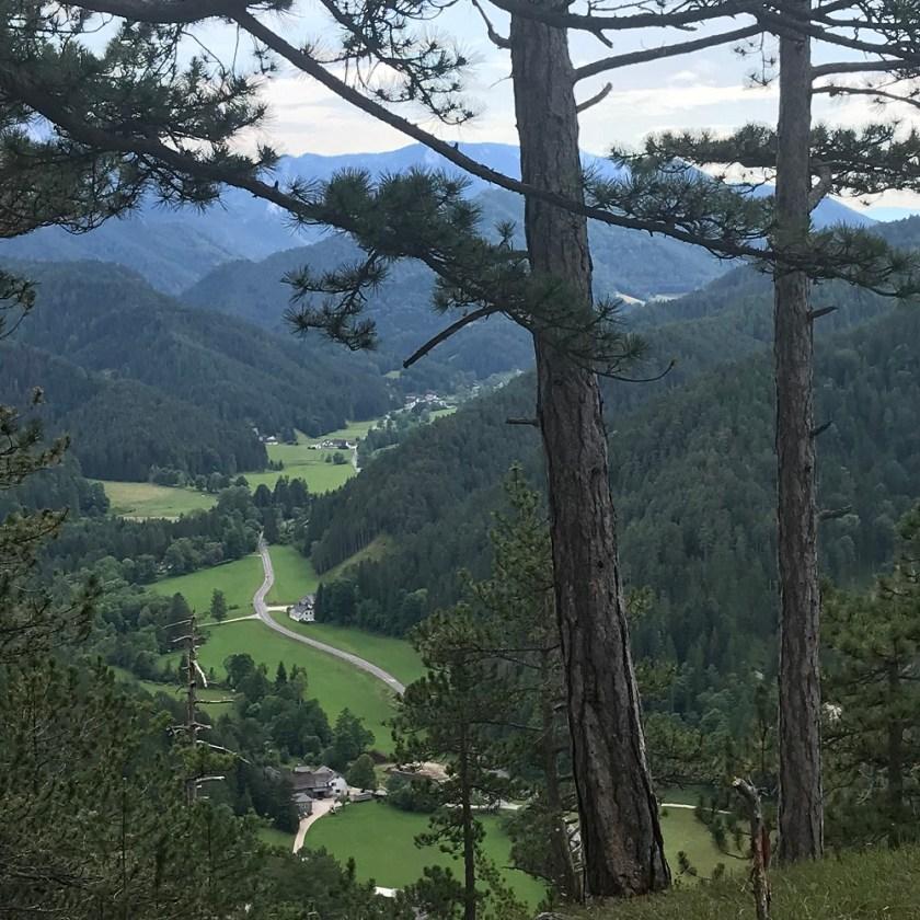 Blick ins Klostertal - dahinter der Schneeberg