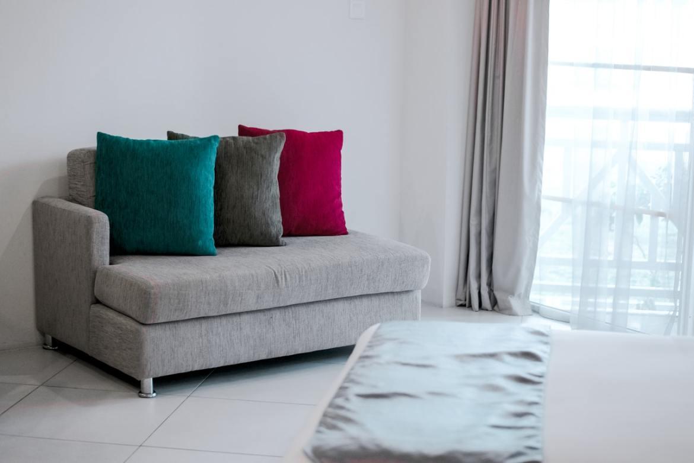 Bunte Sofakissen Raum Farbe verleihen