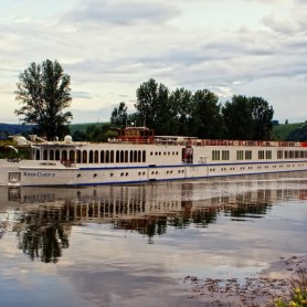 Flußkreuzfahrtschiff bei Dettelbach