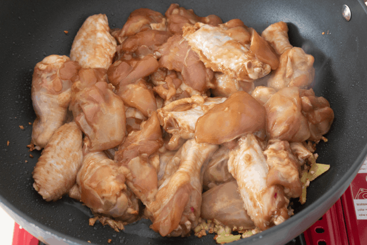 Chicken in a wok with mined garlic