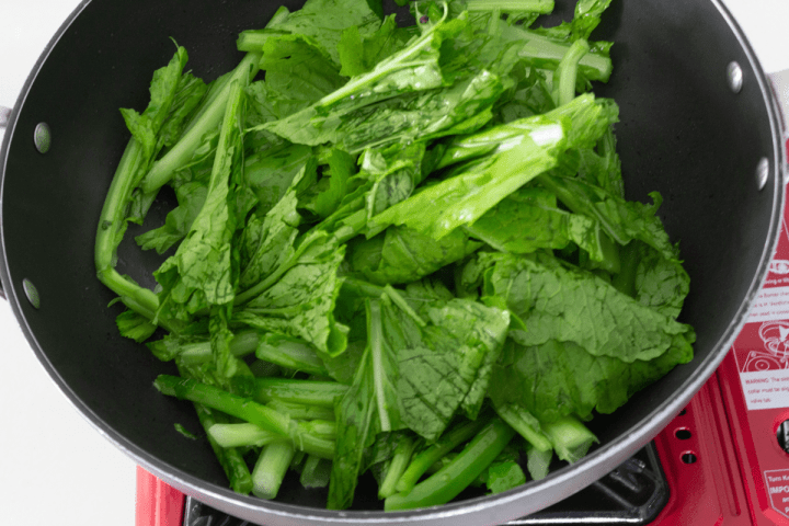 Jook choy leaves in a wok