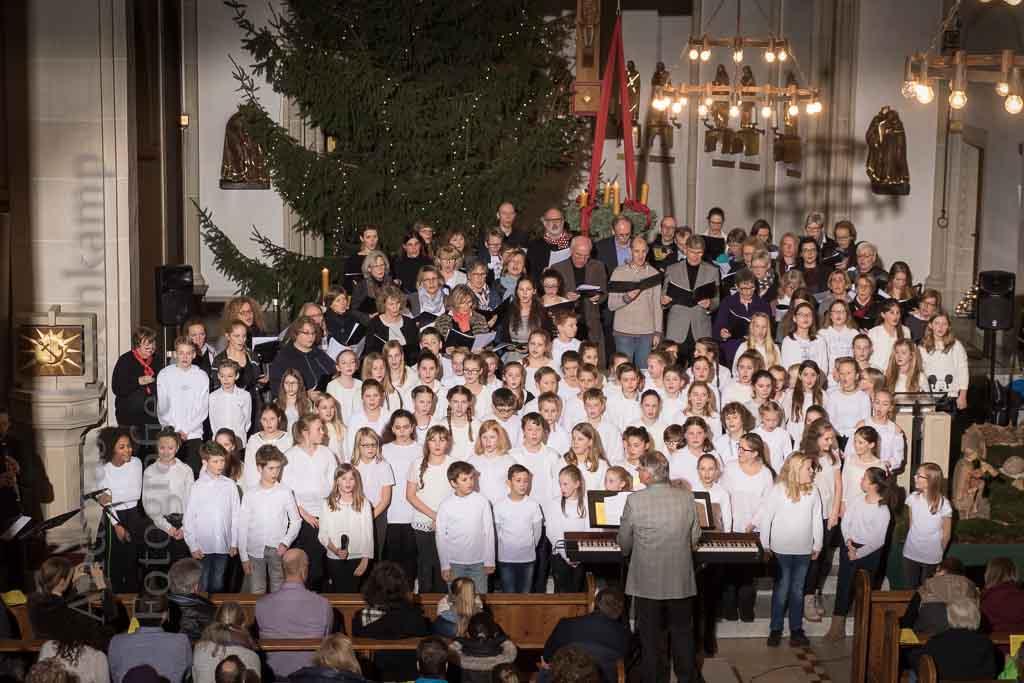 Der Schu-L-E-Chor bringt einen mehrstimmigen Chor mit weit über 100 Stimmen zusammen. Foto: A. Hasenkamp, Fotograf in Münster.