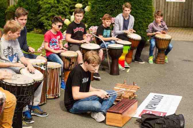 Konzert auf dem Marktplatz mit dem Ensemble Kpanlogo.