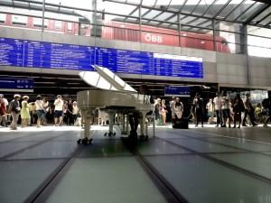 Open Piano am Wiener Hauptbahnhof
