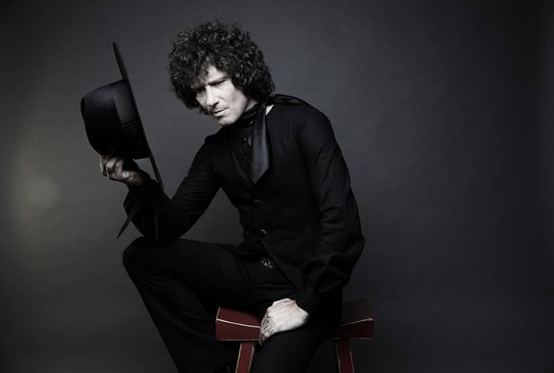 music and fashion-the spanish maestro-enrique bunbury-indie rock-indie music-wolfinasuit-wolf in a suit