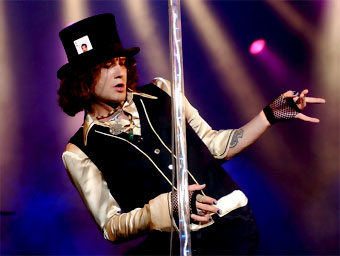 music and fashion-the spanish maestro-enrique bunbury-indie rock-indie music-wolfinasuit-wolf in a suit