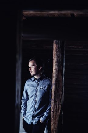 music video recommendation-devil don't take me back-ivory woods-finland-indie rock-indie folk-indie music-new music-music blog-wolfinasuit-wolf in a suit-Jussi Alamikkelä