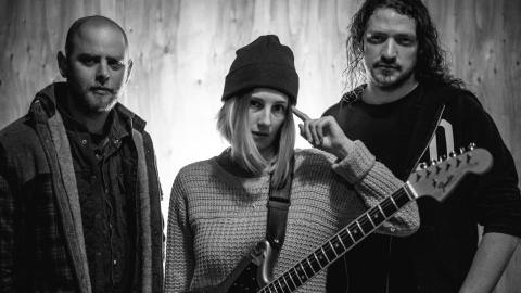 music video - peach - by - slothrust - USA - rock the wolf - indie music - indie rock - new music - music blog - indie blog - wolf in a suit - wolfinasuit - wolf in a suit blog - wolf in a suit music blog