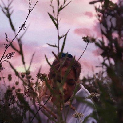 raw - lo lauren - UK - indie - indie music - indie pop - new music - music blog - wolf in a suit - wolfinasuit - wolf in a suit blog - wolf in a suit music blog