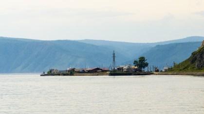 """Listvjanka - Blick über das """"Tor zum Baikal"""""""