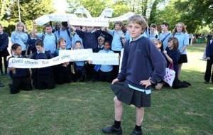 В британских школах мальчикам меняют шорты на юбки