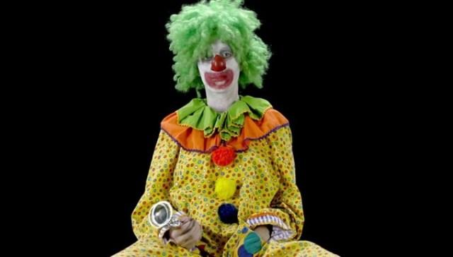 Для нового видео Кэти Перри перевоплотилась в мужчину, клоуна и старушку