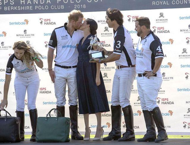 Дорогое платье и поцелуй для принца - Меган Маркл посетила турнир по поло