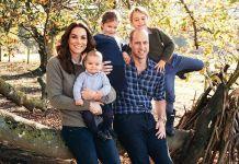 Поклонники сравнивают рождественские открытки принца Гарри и принца Уильяма