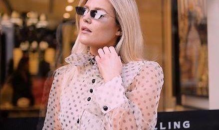 Модный тренд: банты на блузках и в волосах
