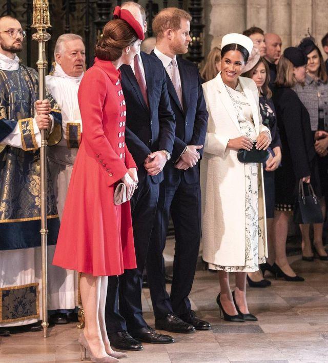 Кейт Миддлтон и Меган Маркл обменялись поцелуями при встрече в Вестминстерском аббатстве