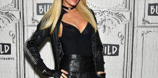 Пэрис Хилтон меняет внешность с помощью париков