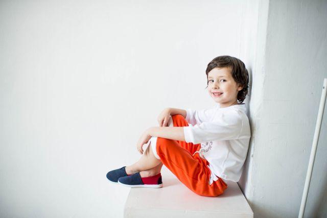 Бриджи для мальчиков и девочек: фасоны, материалы, особенности
