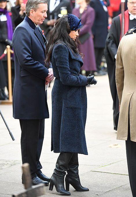 Королевский синий: Кейт Миддлтон в синем платье на открытии благотворительного фонда и Меган Маркл в синем пальто в Вестминстерском аббатстве