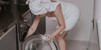 Нужно ли замораживать джинсы и стирать обувь в стиральной машине?
